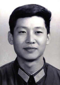 Hu Jintao (left) and Xi Jinping (right)