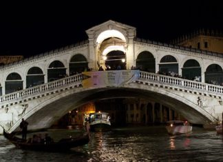 Rialto Bridge Facts Featured