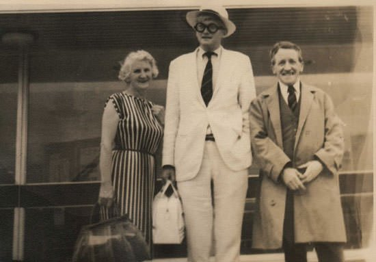 David Hockney with parents, Laura and Kenneth