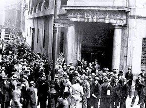 Wall Street crowd after 1929 crash