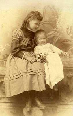 Helen Keller with her sister Mildred Campbell