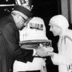 Mother Teresa receiving the Bharat Ratna